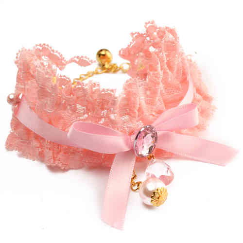 collier dentelle rose