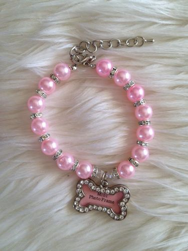 collier perle rose et os porte photo